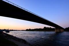 Vista del fiume il Reno vicino a Speyer, Germania Immagine Stock