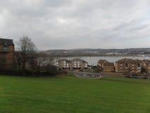 Vista del fiume Medway da Churchfields, Rochester, Regno Unito fotografie stock libere da diritti