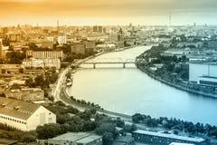 Vista del fiume nella città Fotografie Stock Libere da Diritti