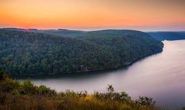 Vista del fiume Susquehanna al tramonto, dal culmine dentro così Immagini Stock