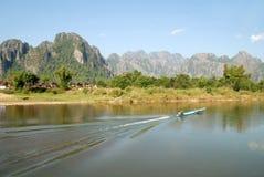 Vista del fiume in Vangvieng, Laos di canzone Fotografie Stock Libere da Diritti