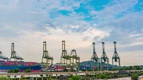 Vista del fondo del puerto del almacén en tiempo de la tarde de Singapur almacen de video
