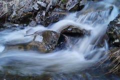 Vista del fondo della cascata con esposizione lunga Fotografia Stock