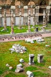 Vista del foro romano en Roma, Italia imagen de archivo