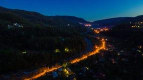 Vista del fuco di notte del villaggio di Plastunka, Soci, Russia Immagine Stock