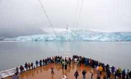 Vista del ghiacciaio di Hubbard dalla nave da crociera immagini stock