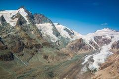 Vista del ghiacciaio di Pasterze e della montagna di Grossglockner nel parco nazionale di Hohe Tauern Immagine Stock