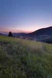 vista del giacimento e del prato della montagna nel cuore di Europa Immagini Stock Libere da Diritti