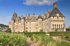 Vista del giardino del castello e della città Langeais Loire Valley Francia fotografie stock libere da diritti