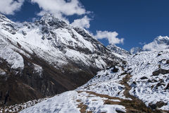 Vista del Himalaya de los pueblos circundantes Machhermo Foto de archivo libre de regalías