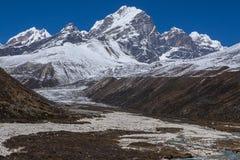 Vista del Himalaya (pico de Awi) de Pheriche Imagen de archivo libre de regalías