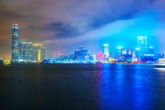 Vista del horizonte de Kowloon en la noche imagen de archivo libre de regalías