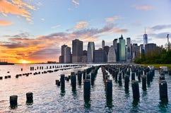 Vista del horizonte de Manhattan en la puesta del sol foto de archivo libre de regalías