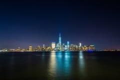 Vista del horizonte del Lower Manhattan en la noche, del intercambio Plac Fotos de archivo libres de regalías