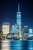 Vista del horizonte del Lower Manhattan en la noche, del intercambio Plac Foto de archivo