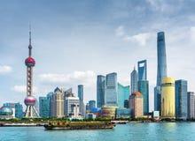 Vista del horizonte Lujiazui de Pudong en Shangai, China Fotos de archivo libres de regalías