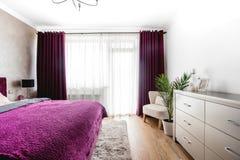 Vista del interior moderno del dormitorio Diseño contemporáneo moderno, dormitorio del lujo de las propiedades inmobiliarias Fotos de archivo