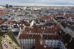 Vista del invierno Viena de la torre de la catedral del St Stephen's foto de archivo libre de regalías