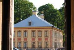 Vista del jardín del verano con Fontanka Imagen de archivo libre de regalías