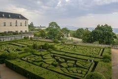 Vista del jardín del monasterio del EL Escorial imagen de archivo