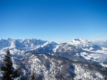 Vista del Kaisergebirge nel Tirolo nell'inverno fotografia stock libera da diritti