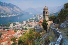 Vista del Kotor y de la bahía de Kotor Fotografía de archivo