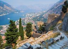 Vista del Kotor y de la bahía de Kotor Foto de archivo libre de regalías