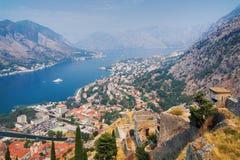 Vista del Kotor y de la bahía de Kotor Imágenes de archivo libres de regalías