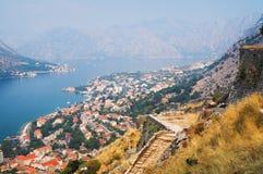 Vista del Kotor y de la bahía de Kotor Imagen de archivo