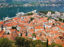 Vista del Kotor y de la bahía de Kotor Imagen de archivo libre de regalías