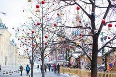 Vista del Kremlin en la Plaza Roja adornada por Año Nuevo y Chr Fotografía de archivo