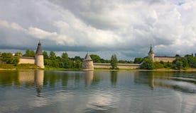 Vista del Kremlin en Pskov Foto de archivo libre de regalías