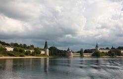 Vista del Kremlin en Pskov Imágenes de archivo libres de regalías
