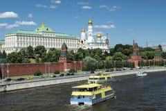vista del Kremlin del río de Moscú fotos de archivo libres de regalías