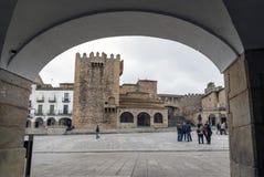 Vista del La Paz Hermitage de las arcadas de la plaza principal imágenes de archivo libres de regalías
