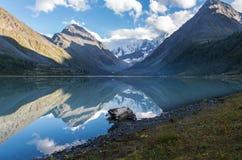 Vista del lago Akkem imágenes de archivo libres de regalías