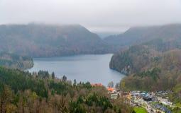 Vista del lago Alpsee, alpi bavaresi, Germania Fotografia Stock