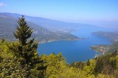 Vista del lago annecy da Col du Forclaz Fotografie Stock Libere da Diritti