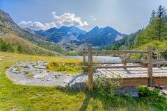 Vista del lago Arpy nel ` Aosta, alpi italiane, Italia di Val D Fotografia Stock
