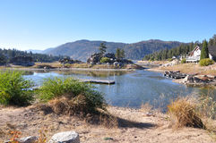 Vista del lago big Bear immagini stock