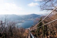 Vista del lago Como dalla teleferica in salita verso Brunate 1911 Fotografia Stock Libera da Diritti