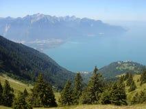 Vista del lago de Ginebra de la montaña foto de archivo