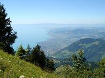 Vista del lago de Ginebra y de Montreux del montaje Imagenes de archivo