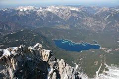 Vista del lago delle alte montagne di Zugspitze, Germania Fotografia Stock Libera da Diritti