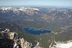 Vista del lago delle alte montagne di Zugspitze, Germania Fotografie Stock Libere da Diritti