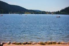 Vista del lago di geradmer in Francia fotografie stock libere da diritti