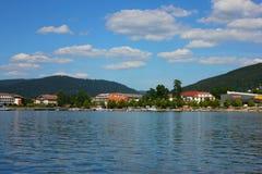 Vista del lago di geradmer in Francia immagine stock libera da diritti