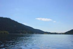 Vista del lago di geradmer in Francia fotografia stock
