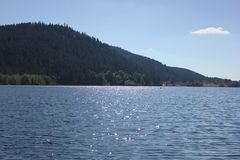 Vista del lago di geradmer in Francia immagini stock