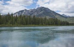 Vista del lago e della montagna Fotografia Stock